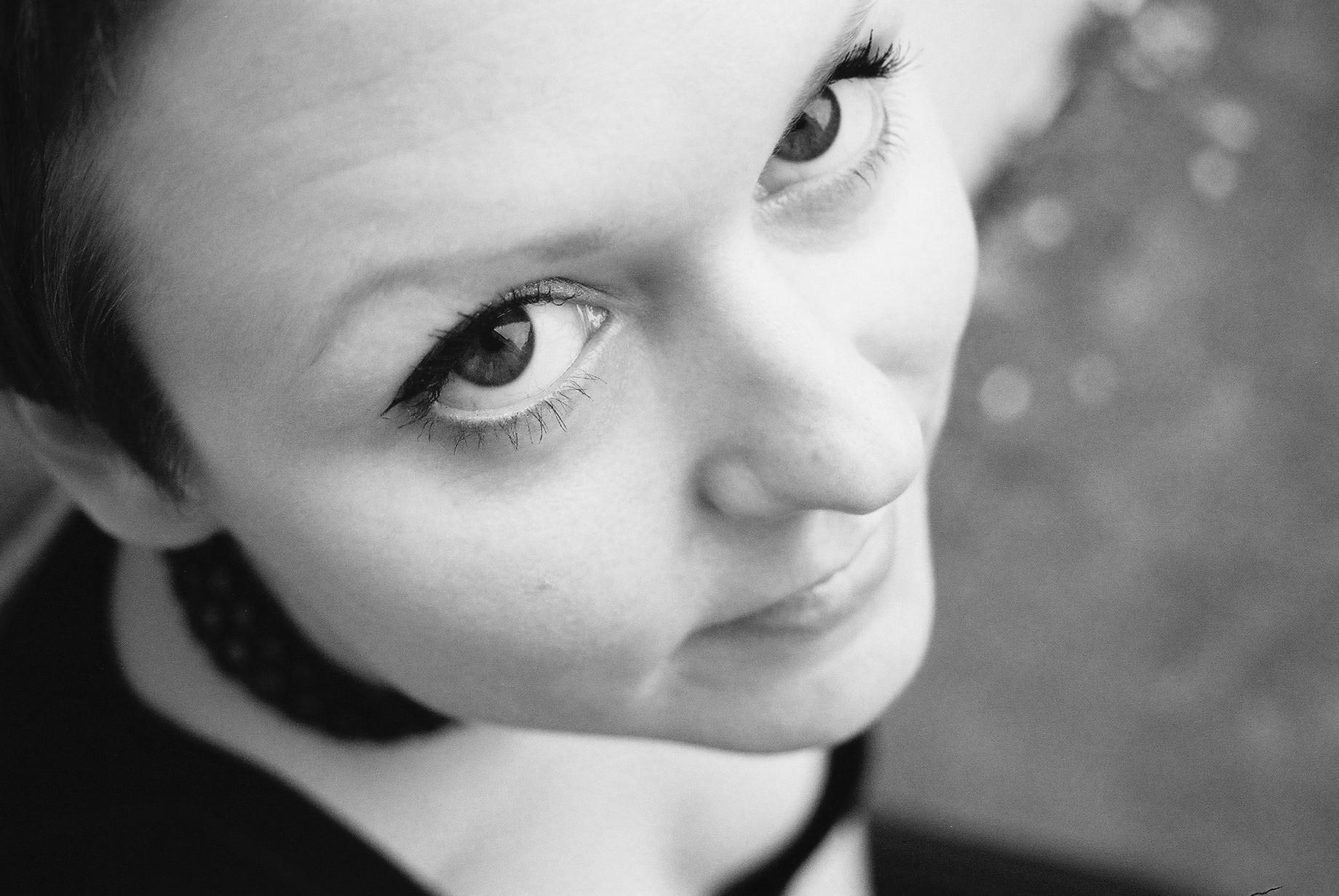 Lizzie Curious - Bassline Kicks